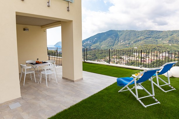 LigurianSea Vacation Rentals Apartment, Villa Hanbury in Alassio